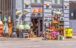 Antiquitätenladen auf Pflasterung in Kopenhagen Stockbilder