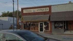 Antiquitätens- und Collectibles-Speicher im Dorf von Jenks in Oklahoma - USA 2017 stock footage