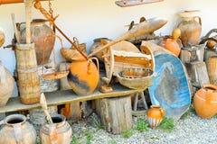 Antiquités d'argile et en bois Images stock