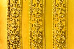 Antiquiteit drie op gouden metaalklok die wordt gesneden stock afbeeldingen