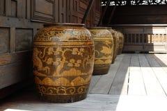 Antiquiteit verglaasde waterkruik royalty-vrije stock fotografie