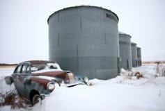 Antiquiteit verlaten auto Pontiac stock foto