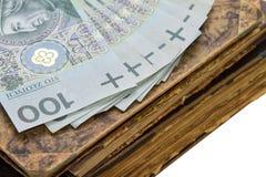 Antiquiteiten, boeken en geld Stock Foto's