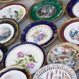 Antiquiteiten van de 19de eeuw voor verkoop op een vlooienmarkt in Tbilisi Royalty-vrije Stock Foto's