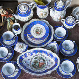 Antiquiteiten van de 19de eeuw voor verkoop op een vlooienmarkt in Tbilisi Stock Afbeeldingen