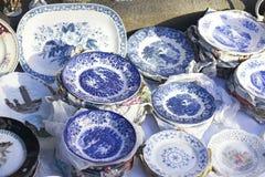 Antiquiteiten van de 19de eeuw voor verkoop op een vlooienmarkt in Tbilisi Royalty-vrije Stock Afbeeldingen
