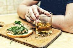 Antivari, pub, birra, spuntino, panino, alimenti a rapida preparazione, alcolismo fotografia stock