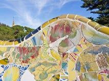 Antoni Gaudi陶瓷长凳在公园Guell 免版税库存照片