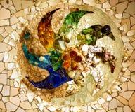 Antoni Gaudi陶瓷马赛克设计Guell公园巴塞罗那Cataloni 库存图片