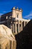 Antoninus och Faustina Temple royaltyfri fotografi