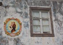 Antonio Αγίου που χρωματίζεται σε ένα σπίτι Στοκ Εικόνες