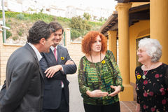 Antonio Banderas και Melanie Griffith κατά τη διάρκεια μιας επίσκεψης φιλανθρωπίας Στοκ Εικόνες