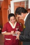 Antonio Banderas y Melanie Griffith durante una visita de la caridad Imágenes de archivo libres de regalías
