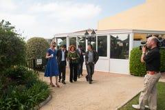 Antonio Banderas y Melanie Griffith durante una visita de la caridad Foto de archivo