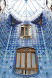 Antonio Gaudi domu Casa Batllo wnętrze wyszczególnia †'wdowy w wewnętrznej poziom przestrzeni Obraz Stock