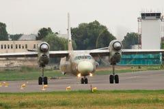 Antonov ένας-32 αεροπλάνο μεταφοράς εμπορευμάτων Στοκ Φωτογραφία
