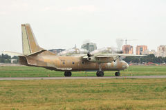 Antonov ένας-32 αεροπλάνο μεταφοράς εμπορευμάτων Στοκ φωτογραφία με δικαίωμα ελεύθερης χρήσης