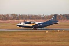 Antonov ένας-12 αεροπλάνο μεταφοράς εμπορευμάτων Στοκ εικόνες με δικαίωμα ελεύθερης χρήσης