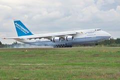 Antonov ένας-124 αεροπλάνο μεταφοράς εμπορευμάτων Στοκ Φωτογραφίες