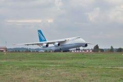 Antonov ένας-124 αεροπλάνο μεταφοράς εμπορευμάτων Στοκ Εικόνες