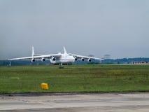 Antonov ένας-225 αεροπλάνο μεταφοράς εμπορευμάτων Mriya Στοκ Εικόνες