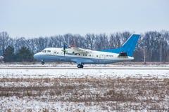 Antonov ένας-140 περιφερειακό αεροπλάνο Στοκ εικόνες με δικαίωμα ελεύθερης χρήσης
