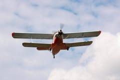 Antonov ένας-3 biplane προσγείωση Στοκ εικόνα με δικαίωμα ελεύθερης χρήσης