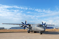 Antonov An-140 Stockfotos