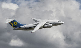 Antonov 148-100 dans la mouche Photographie stock libre de droits