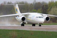 Antonov een-148 regionale straalvliegtuigen Stock Foto's