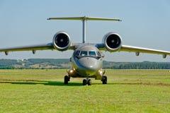 Antonov An-72 flygplan Arkivbild