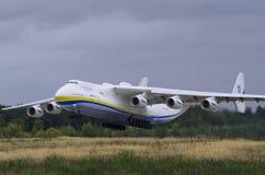 Antonov-225 Mriya entfernen sich Lizenzfreies Stockbild