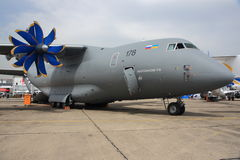 Antonov An-70 på den Paris flygshowen Royaltyfri Foto