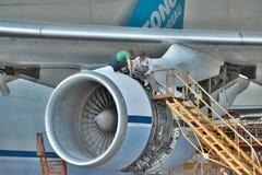Antonov An-124 Ruslan underhåll Fotografering för Bildbyråer