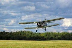 Antonov samolotowy lądowanie An2 Zdjęcia Stock