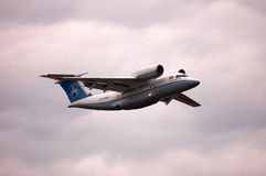 Antonov An-74T UR-74010 (departamento do projeto de Antonov) Imagens de Stock