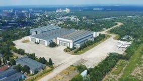 Antonow-Flugzeugfabrik in Kiew Schießen vom Himmel stock footage