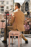 Antony Strong, der Klavier auf Stadiumsjazzfestival spielt Stockbild