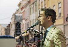 Antony Strong, der Klavier auf Stadiumsjazzfestival spielt Stockfotos