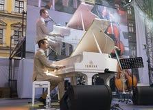 Antony Strong jouant le piano sur le festival de jazz d'étape Images libres de droits