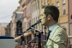 Antony Strong jouant le piano sur le festival de jazz d'étape Image stock