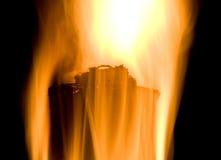 Antorcha de la llama del fuego sobre fondo negro Fotografía de archivo libre de regalías