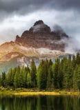 Antornomeer met beroemd Tre Cime di Lavaredo Drei Zinnen moun Stock Afbeeldingen