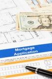Antrag auf Hypothekendarlehen mit Stift, Banknote Stockfotos