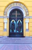 Antrance principale alla cattedrale della st Vladimir Immagine Stock