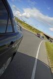 Antreiben auf eine ruhige Autobahn lizenzfreie stockbilder