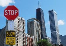 Antreiben des Zeichens am Stadtzentrum Lizenzfreie Stockfotos