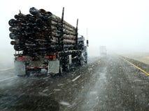 Antreiben in einen Blizzard Stockfotos