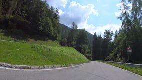 Antreiben in Gebirgsstraße Dolomit von Trentino Alto Adige stock footage