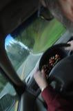 Antreiben innerhalb eines Autos Stockbild
